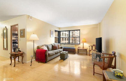 132 east 35th street 12l livingroom jpg