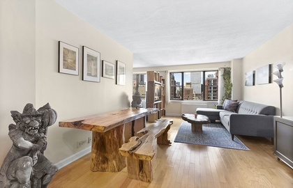 137 east 36th street 21e living room jpg