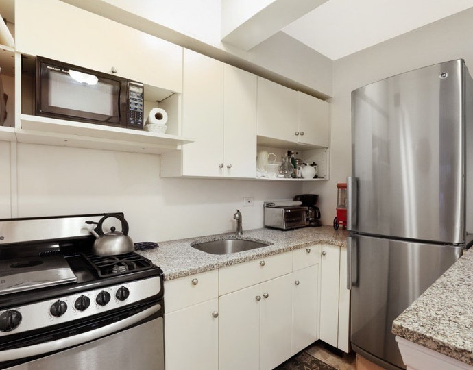 139 east 33rd street 15d kitchen jpg