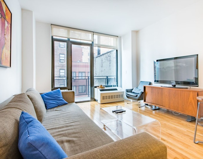 148 east 24th street 10e livingroom jpg