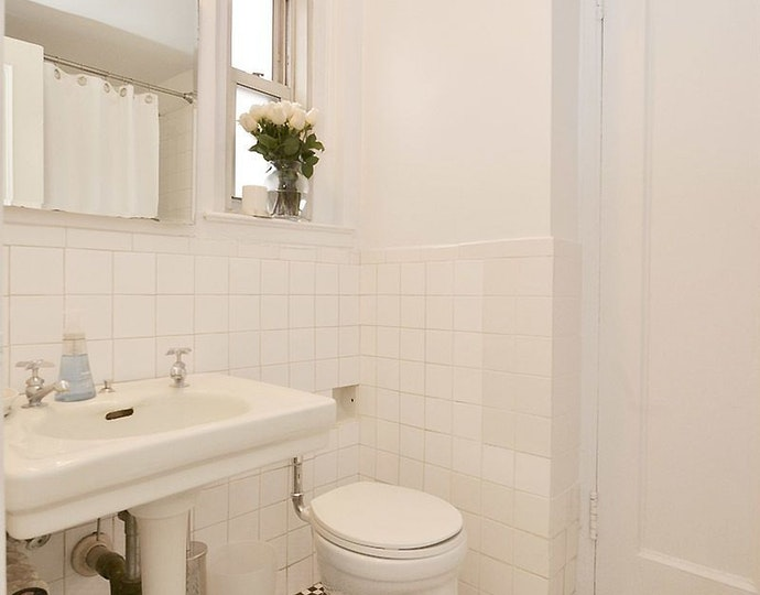 16 park avenue unit6c toilet bath jpg