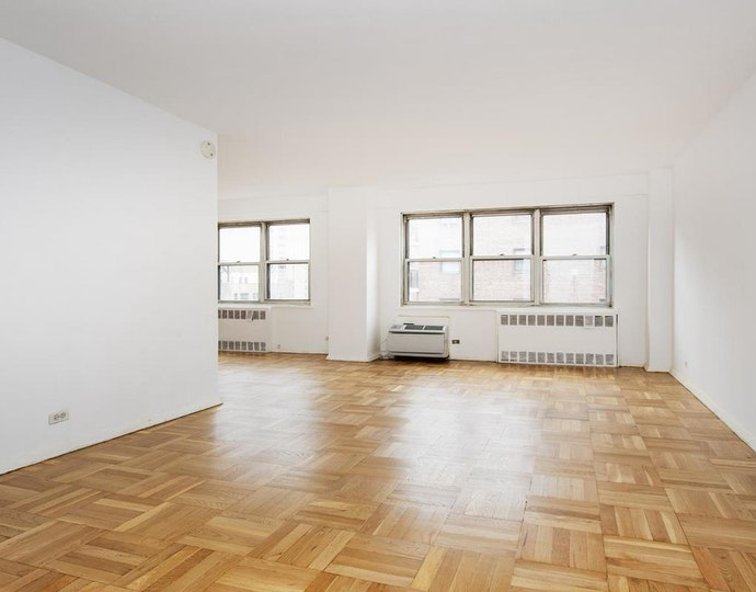 166 east 35th street 14c 04 01 2019 livingroom2 jpg