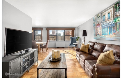 200 east 27th street 10w 01 23 2019 livingroom jpg