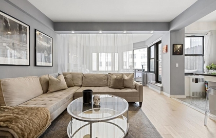 200 east 36th street 16d 05 01 2019 livingroom jpg