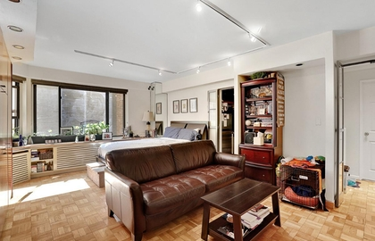 200 east 36th street 7j 2018 livingroom jpg