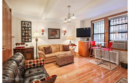 211 east 35th street 1d livingroom jpg