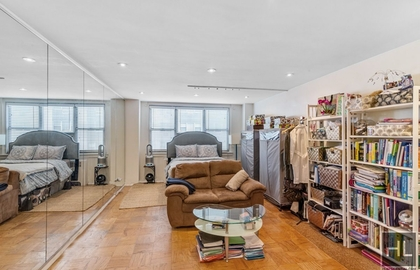 240 east 35th street 6f 2018 livingroom2 jpg