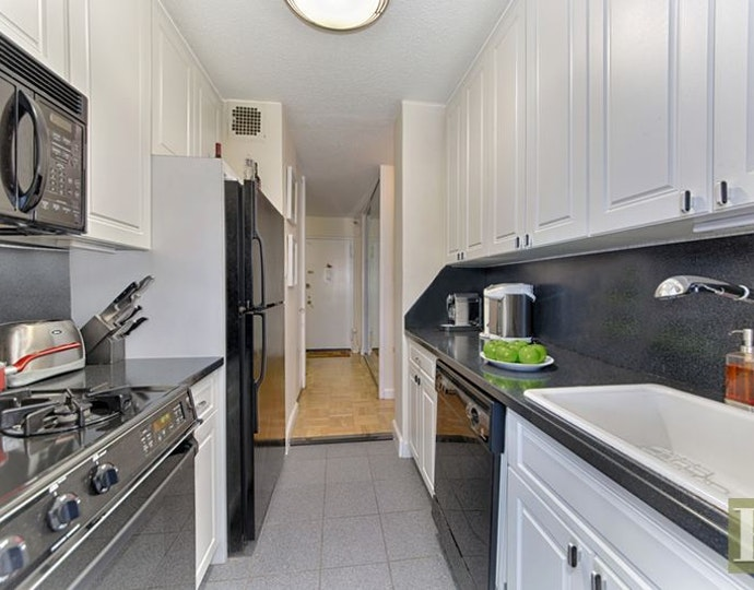 300 east 40th street 25s kitchen