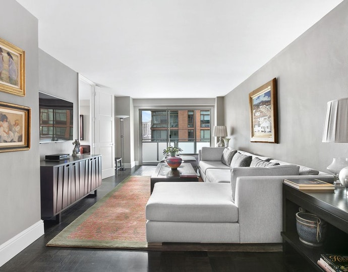 300 east 40th street 5j 01 09 2019 livingroom3 jpg