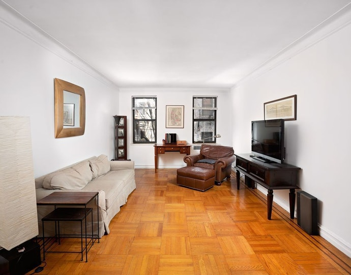 303 east 37th street 5m 05 03 2019 livingroom jpg