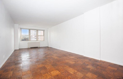305 east 24th street 20g 02 09 2019 livingroom jpg