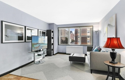 305 east 24th street 7d 10 31 2018 livingroom jpg