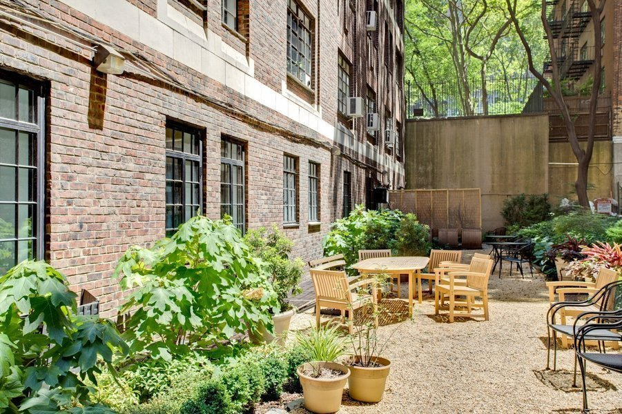 Woodstock Tower at 320 East 42nd Street in Murray Hill – The ...