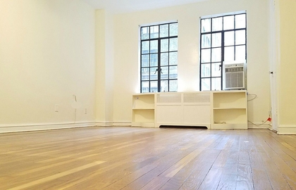 320 east 42nd street 314 01 22 2019 livingroom jpg