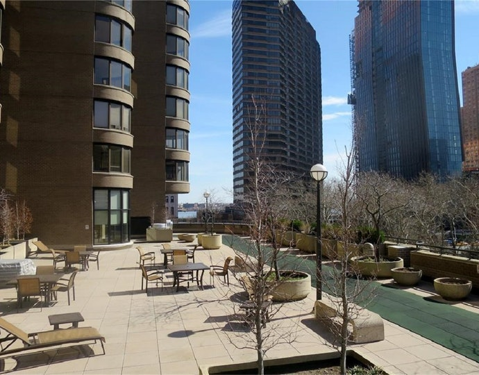 330 east 38th street 40gf 11 09 2018 roofdeck jpg