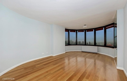 330 east 38th street 52k livingroom jpg